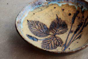 talerzyk ze wzorem z liścia