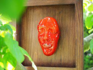 intensywna-czerwien-dekoracyjna-maska