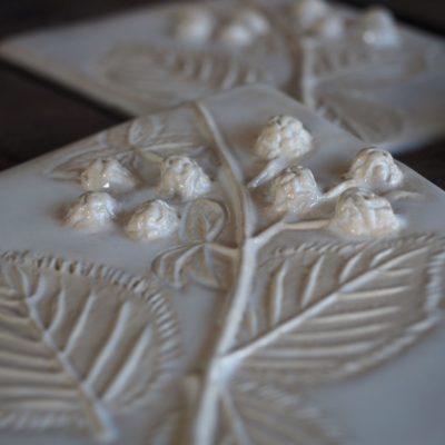Ceramiczna płaskorzeźba