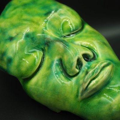 matowa-zielen-dekoracyjna-maska